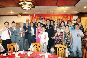 本堂建樓50週年盛宴,首長與嘉賓敬酒